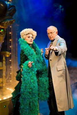 anita-dobson-madame-morrible-mark-curry-the-wizard_photo-by-matt-crockett_4733_rt_sm